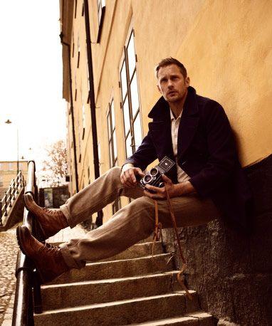 Alexander Skarsgård in a street